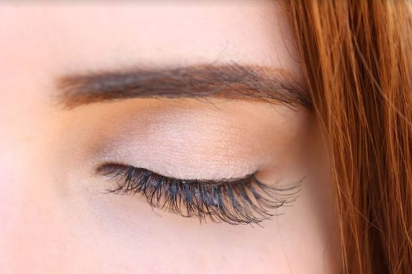 How to Grow Longer and Thicker Eyelashes Naturally